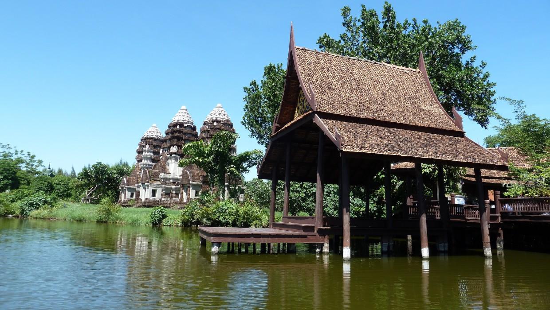 0427 15.7. Bangkok - Erawan Schrein - Ancient Siam - Ammi und Jan